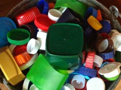 Пластиковые крышки от бутылок
