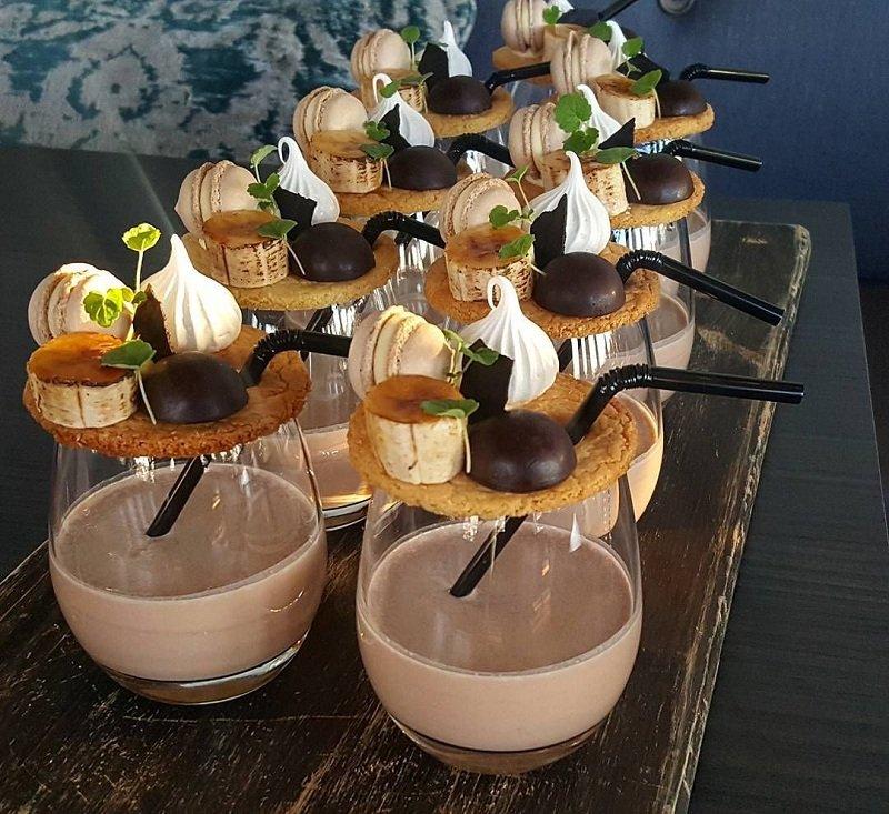 подача десертов