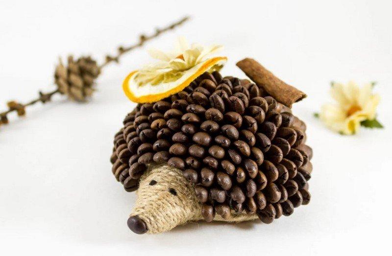 ежик из кофейных зерен