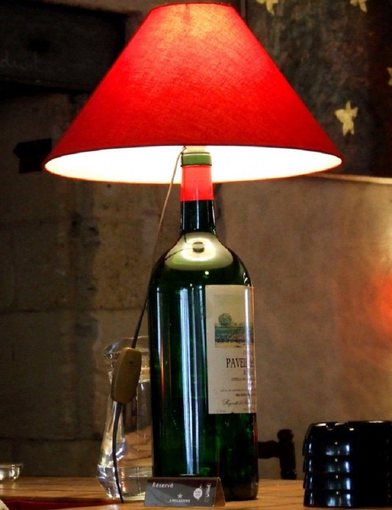 настольные лампы из бутылок