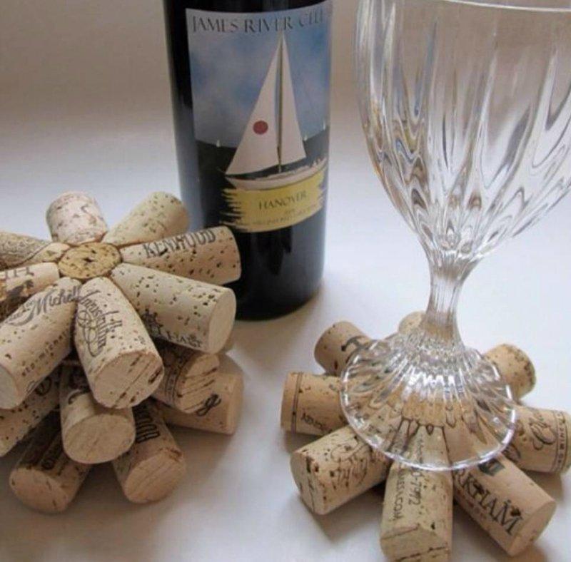 подставка под бокалы из винных пробок