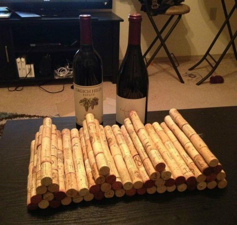 держатель для бутылок из винных пробок