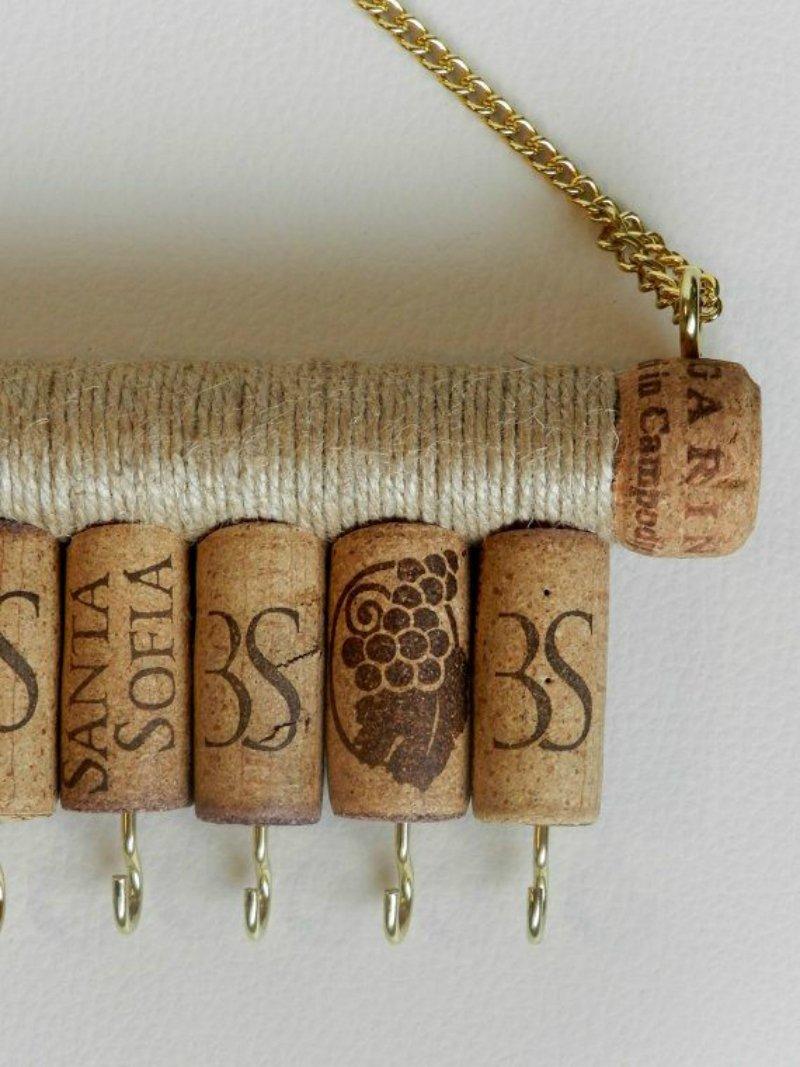 ключница из винных пробок