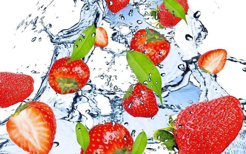 клубника состоит из воды