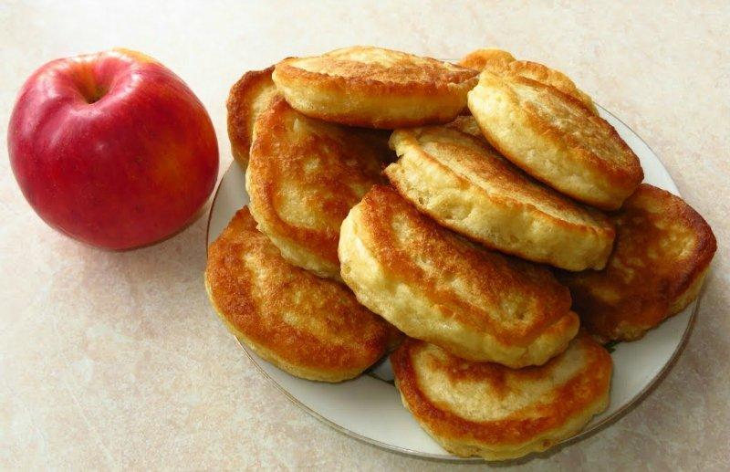 дрожжевые оладьи с яблоками