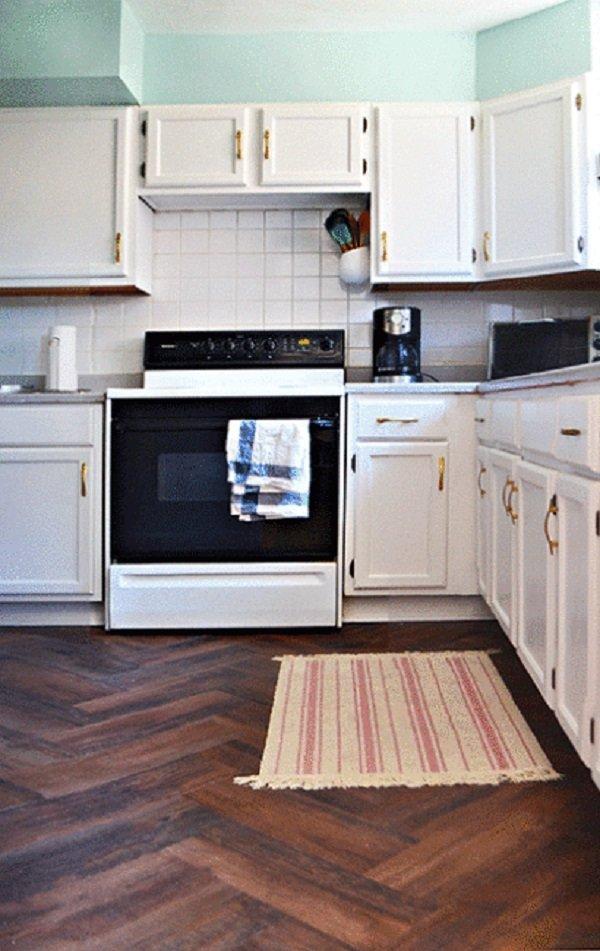реновирана кухня с неговия ръце снимка