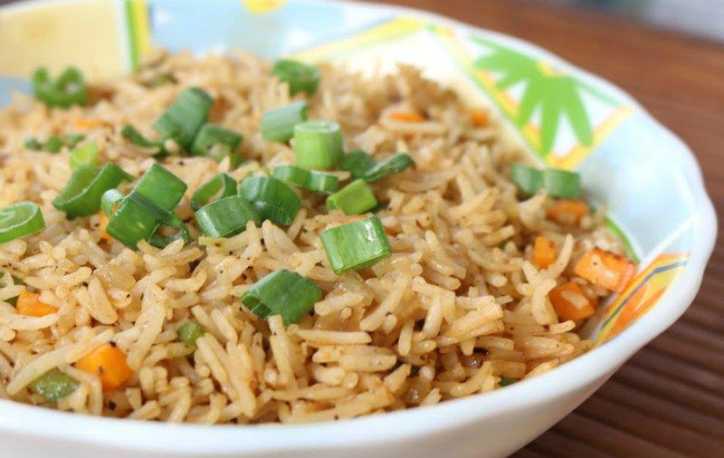 рис в тарелках