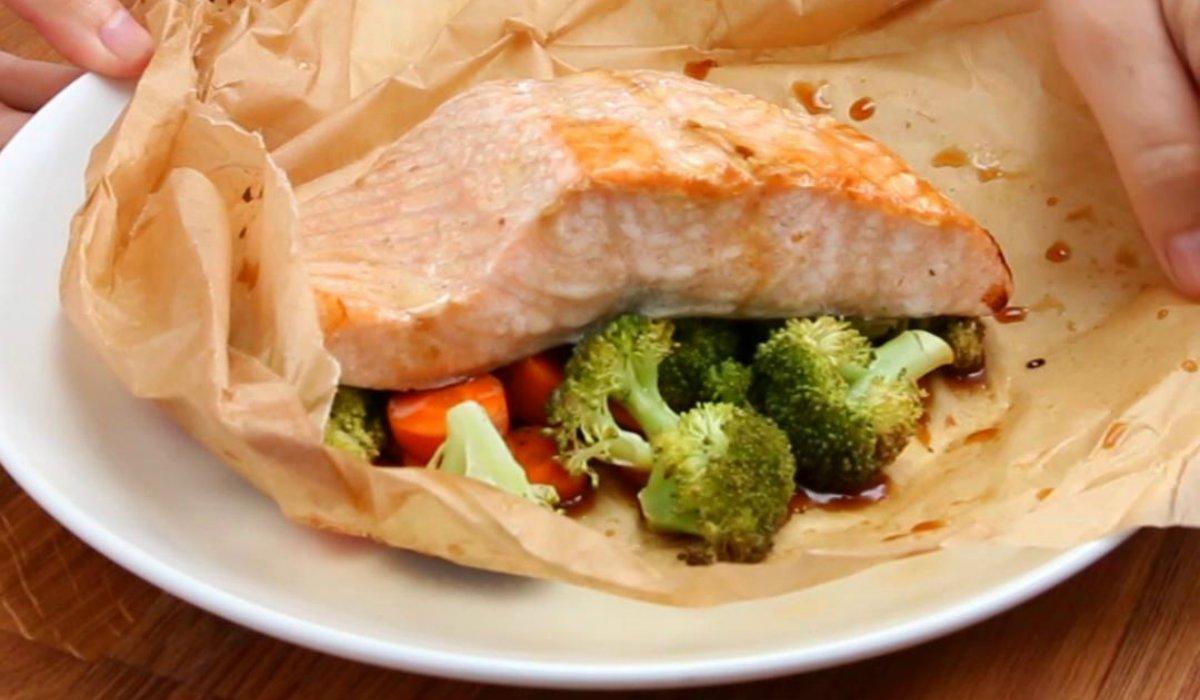 лосось с брокколи