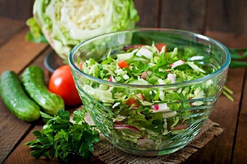 как приготовить салат с молодой капустой