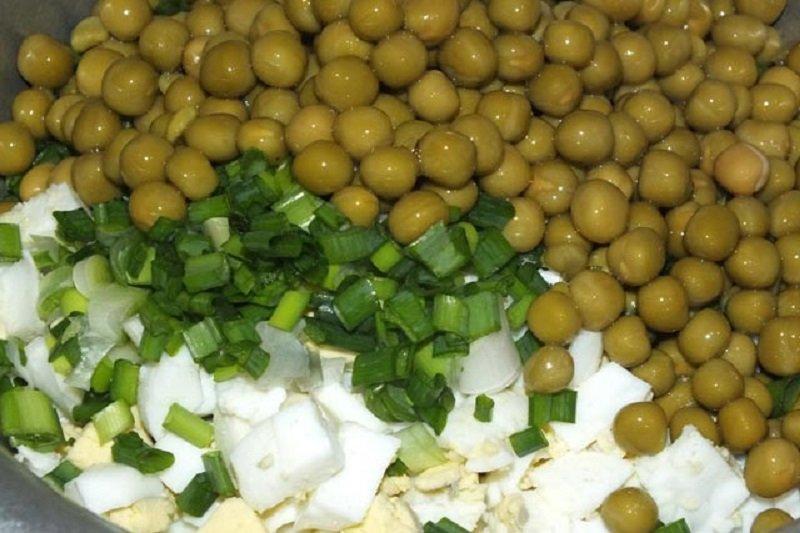 салат с луком и горошком