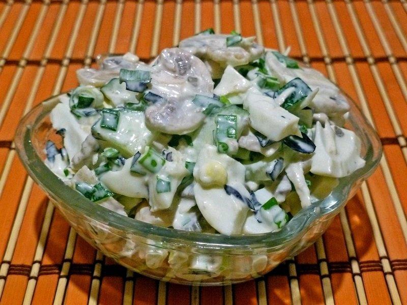 салат с луком и грибами
