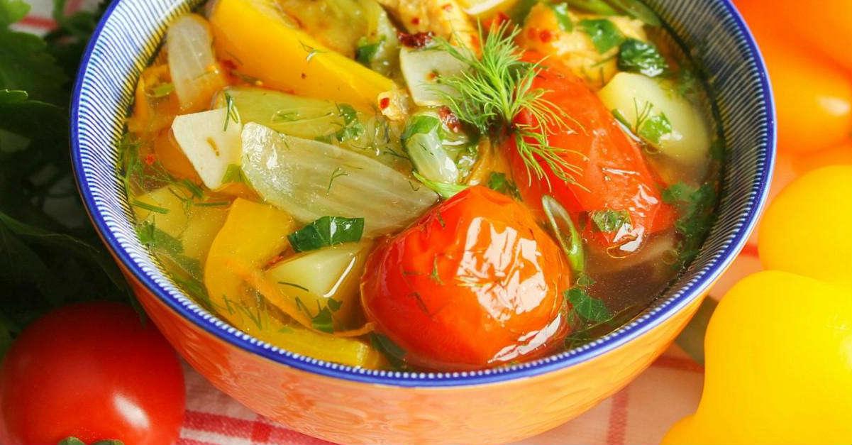 суп с помидорами и перцем
