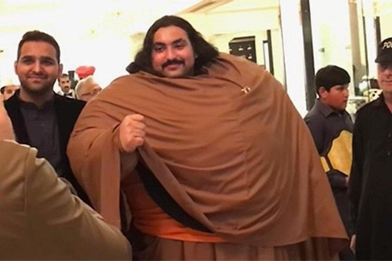 великан из пакистана