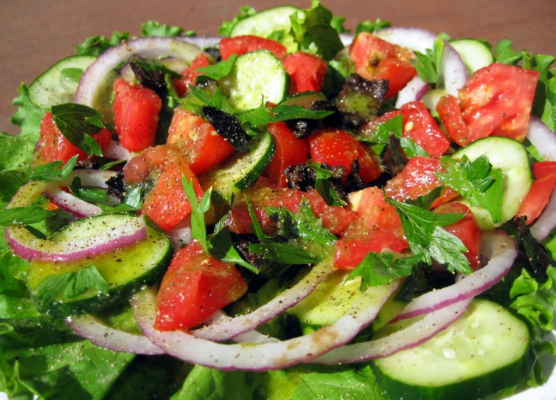 салат из рукколы с овощами