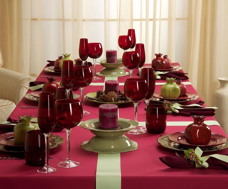 новогодний стол в красном