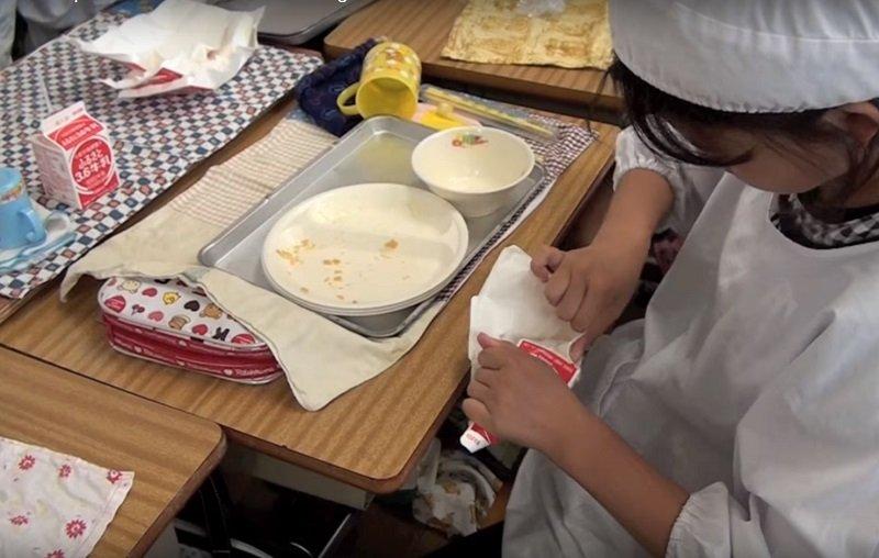 обед в японской столовой