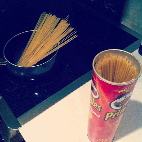 спагетти в коробке из-под чипсов