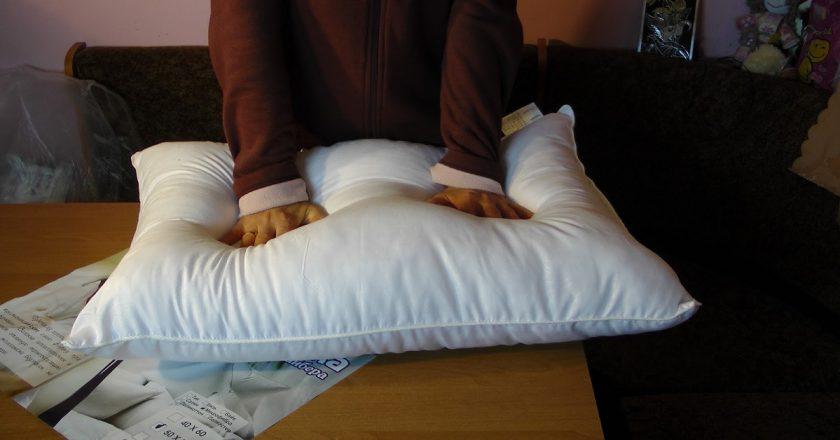 как стирать подушки дома советы