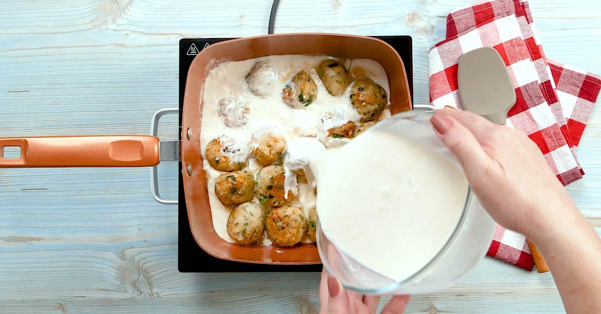 Тефтели с сырной начинкой: нежные и с сюрпризом внутри