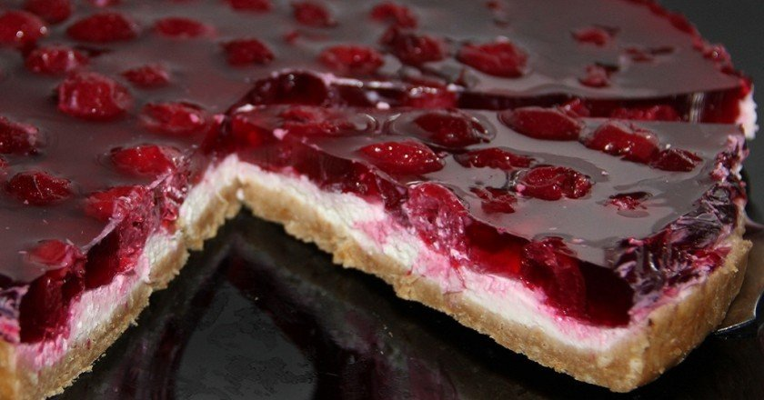 Простой торта из вишни