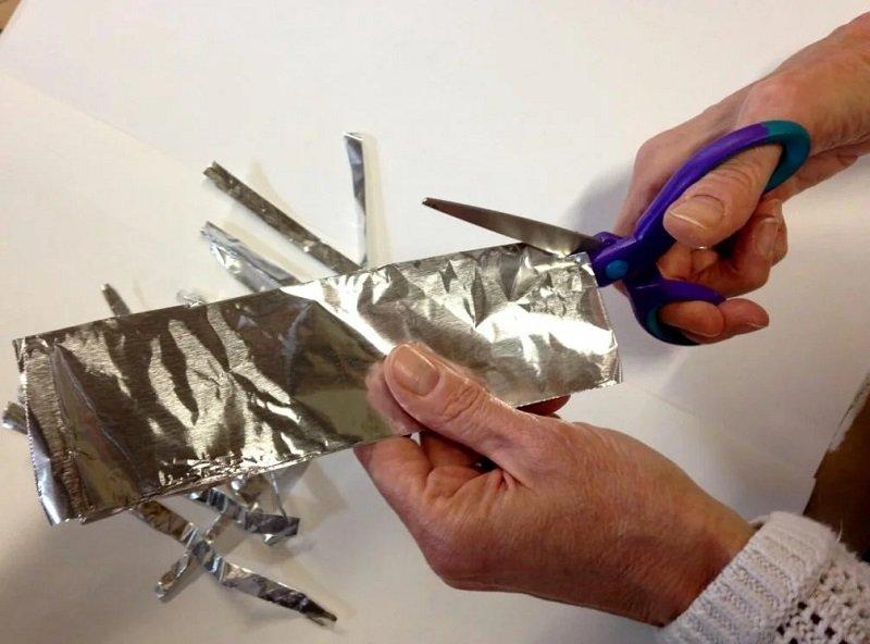 точить ножницы с помощью фольги