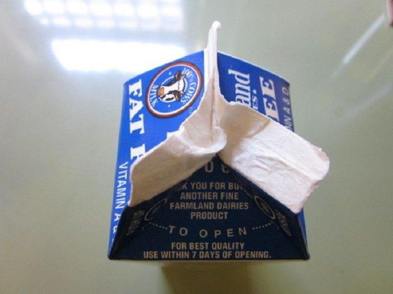 открыть пакет с молоком