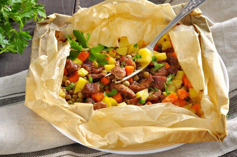 овощи с мясом в пищевом пергаменте фото