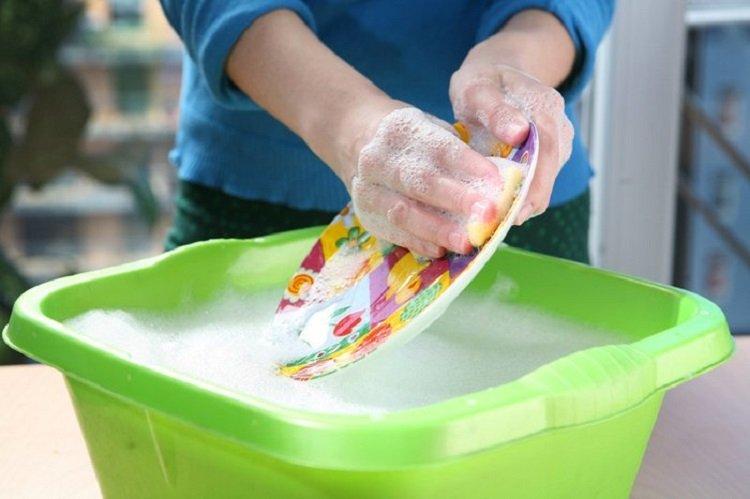 Чем опасно средство для мытья посуды