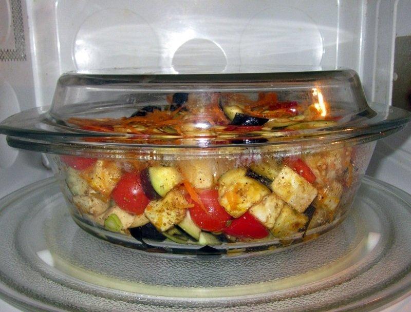 в какой посуде можно разогревать еду в свч-печи