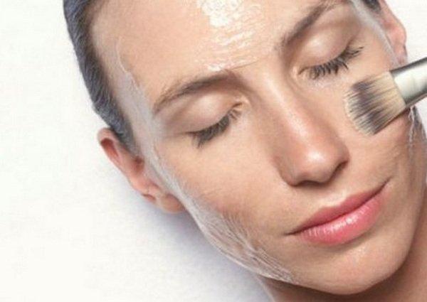 белок на лице