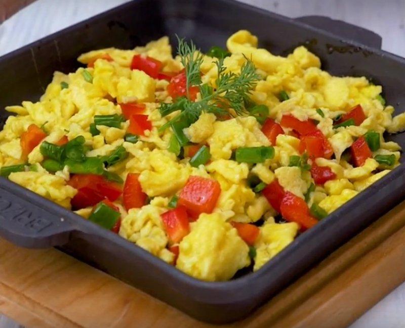 яйца с рисом и овощами
