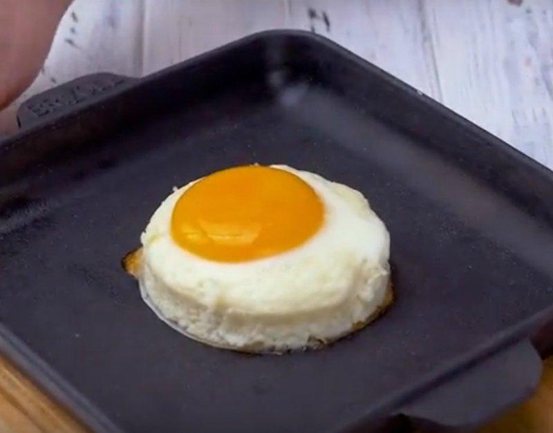 запеченные яйца с пармезаном