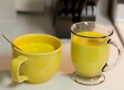 чашка с золотым молоком