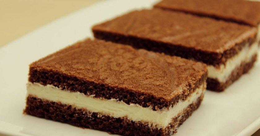 Бисквитное пирожное с молочной начинкой