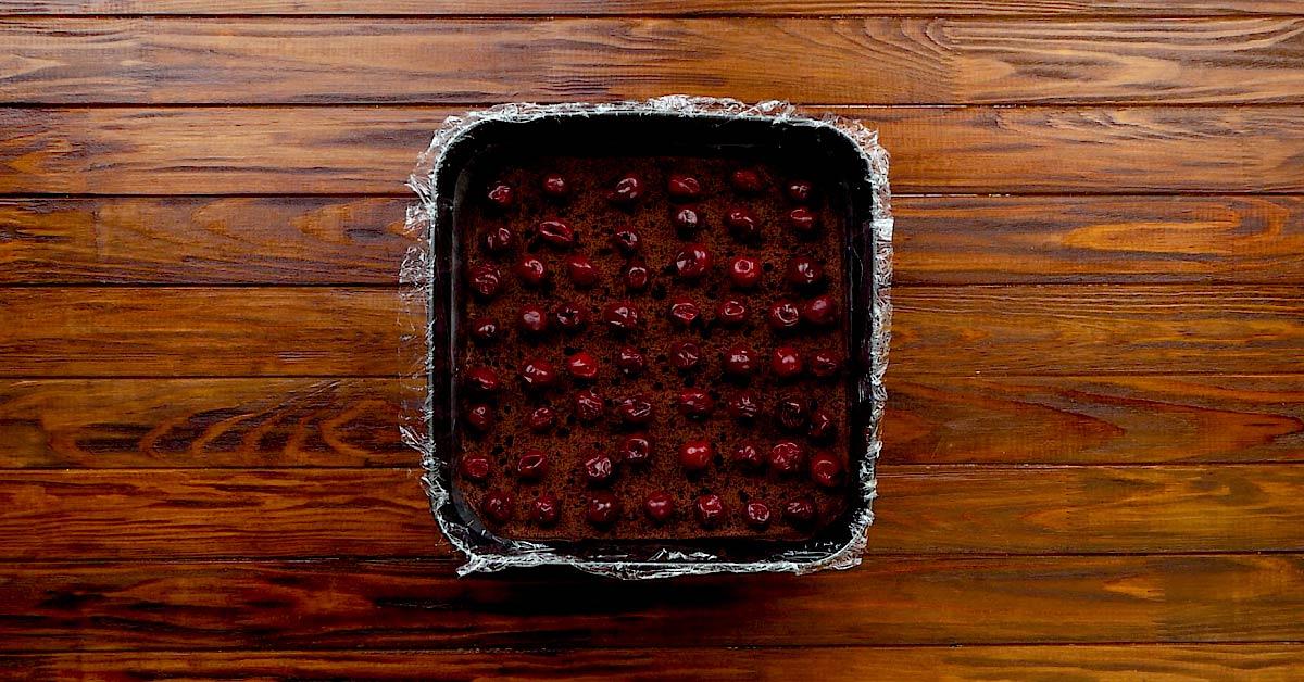 Бісквітний торт з вишнею