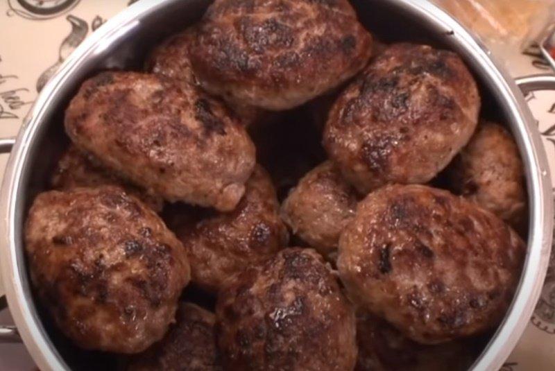 Биточки з фаршу по-татарськи для смачного сніданку