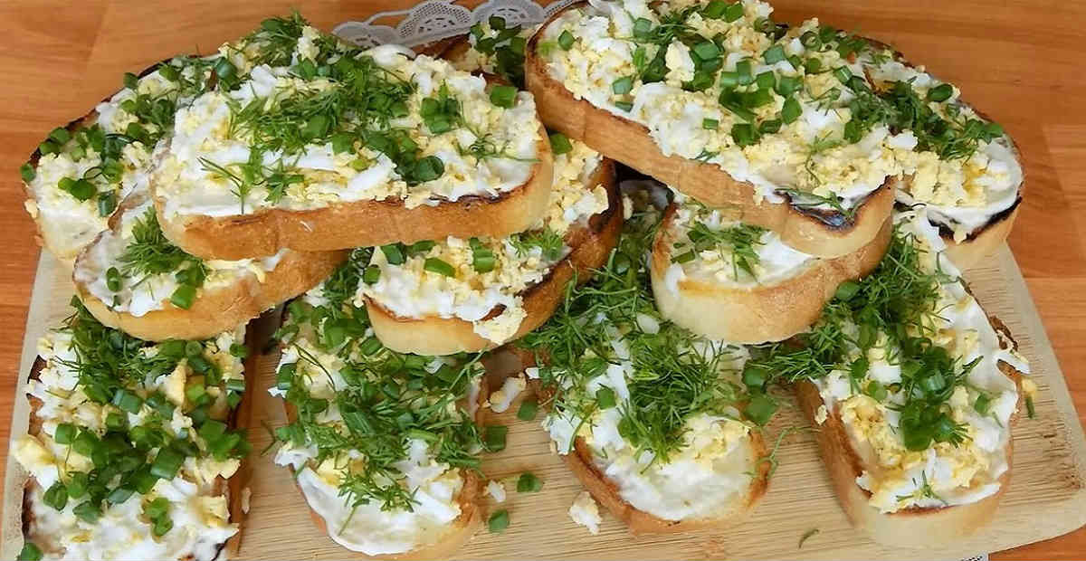 бутерброды с яйцом и зеленью
