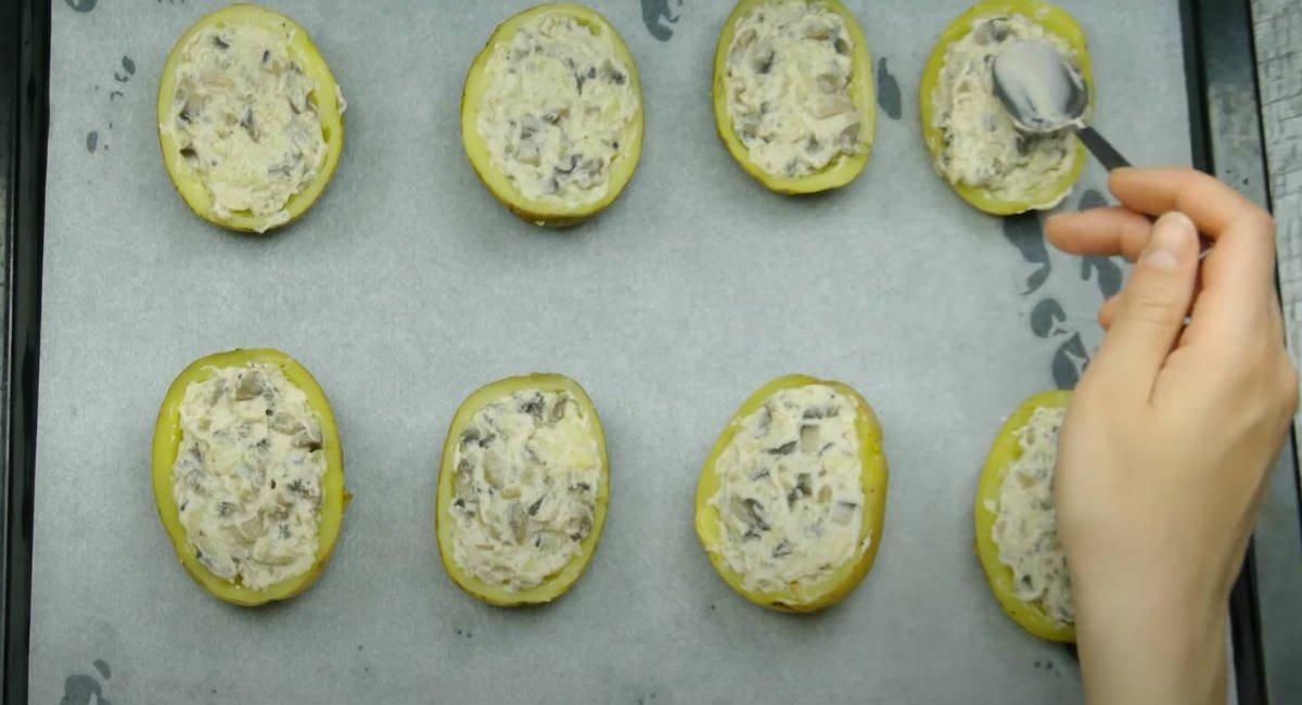 Часникова картопля в духовці
