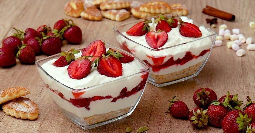 Десерт с клубникой и творогом