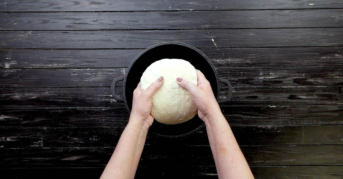 домашний хлеб в кастрюле