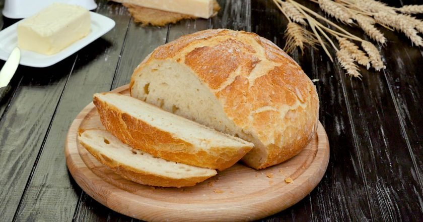 Домашній хліб в каструлі з 4 інгредієнтів подивитися рецепт
