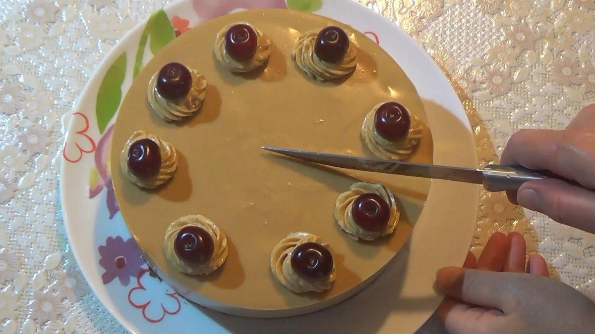 Домашній торт «Крем-брюле» з вишнею
