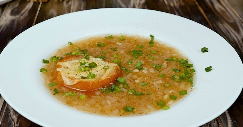 Класичний французький цибулевий суп подивитися рецепт