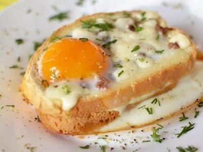 Горячие бутерброды с яйцом и колбасой
