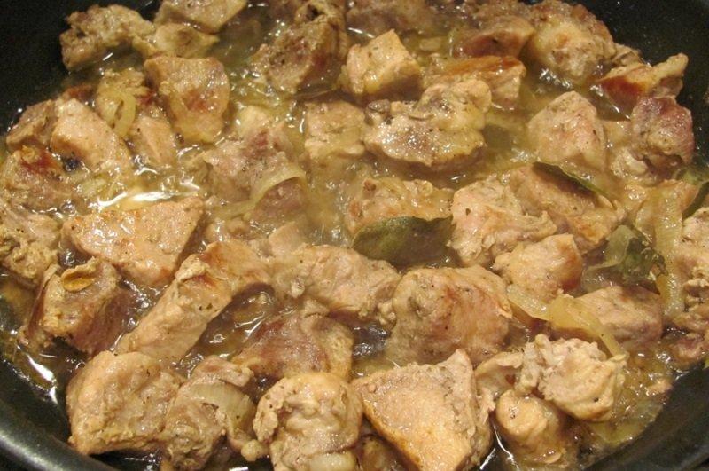 жарить мясо с луком