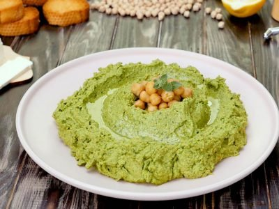 Хумус со шпинатом и фетой