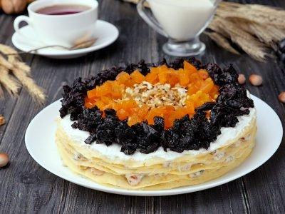 Как приготовить блинный торт с сухофруктами