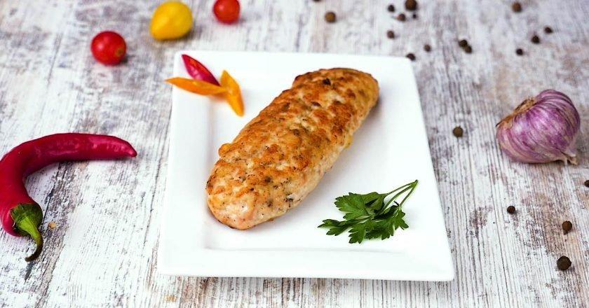 Как приготовить куриные колбаски