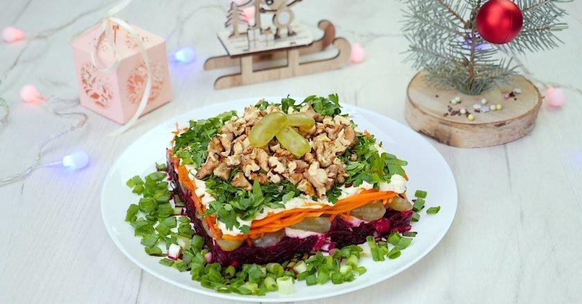 Как приготовить салат с виноградом и орехами