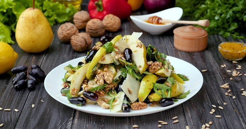 Как приготовить салат с грушей